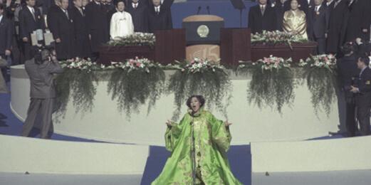 1998년 김대중 대통령 취임식에서 소프라노 조수미가 애국가를 부르고 있다