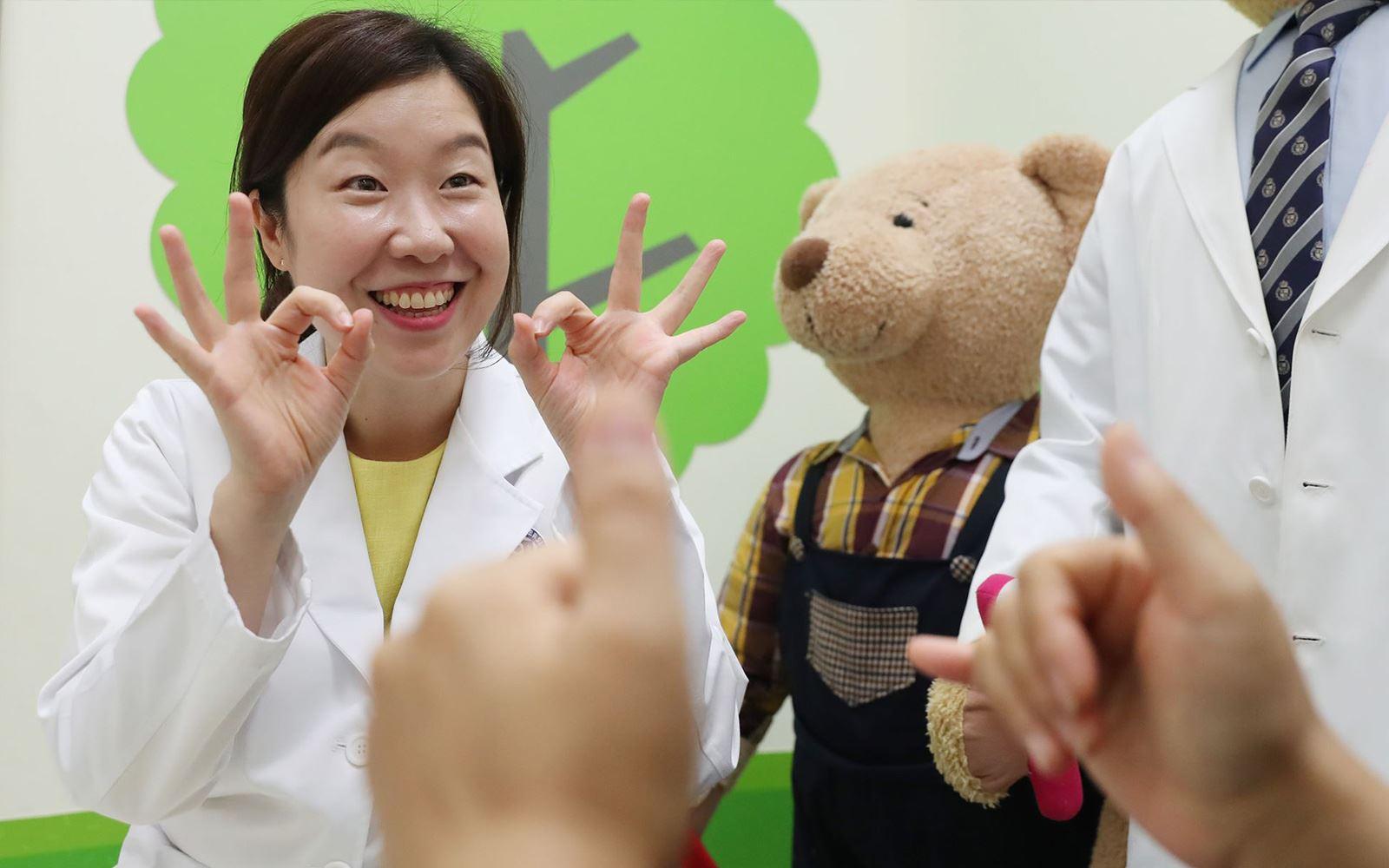 국내 유일의 종합병원 의료수화통역사인 김선영씨.