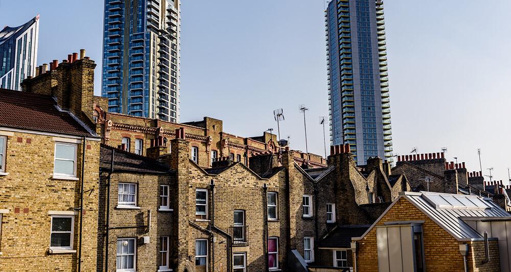 신축 고층 건물이 들어서면서 스카이라인이 바뀌고 있는 엘리펀트 앤 캐슬 일대. 런던의 대표적인 낙후 지역이었던 이곳에선 노후 임대아파트 등을 재건축하는 도심 개발이 한창이다.