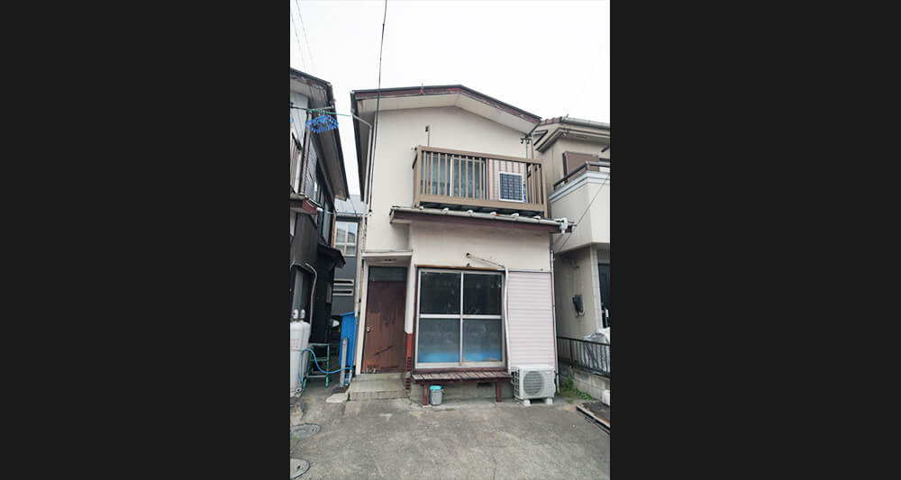 도쿄 외곽 지역의 빈집.