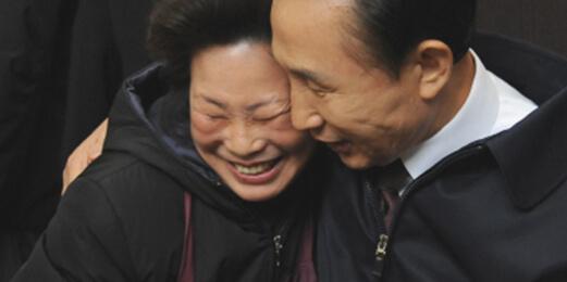 서문시장 아지매 박종분 씨와 이명박 대통령의 유세 당시 모습