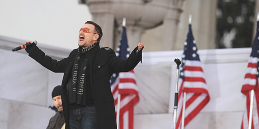 오바마 대통령 취임식(2009년) 때 축가를 부르는 록밴드 U2의 보컬 보노