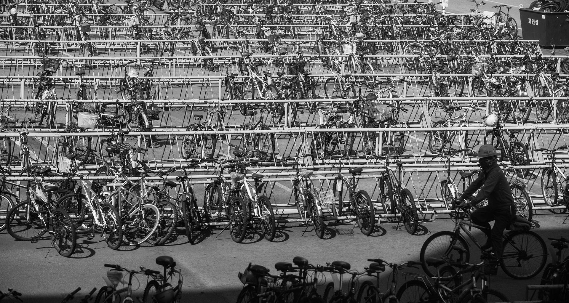 옥포조선소 내 자전거 주차장. 대규모 희망퇴직으로 빈자리가 늘었다.